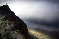 Dodaj fotografii skali - człowiek na zdjęciu krajobrazowym