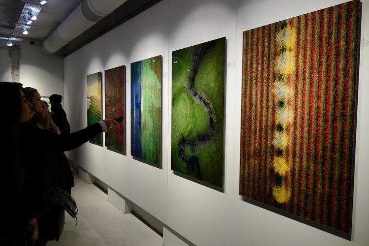 """Zdjęcia Kacpra Kowalskiego - wystawa """"Efekty uboczne"""" w Leica Gallery Warszawa"""