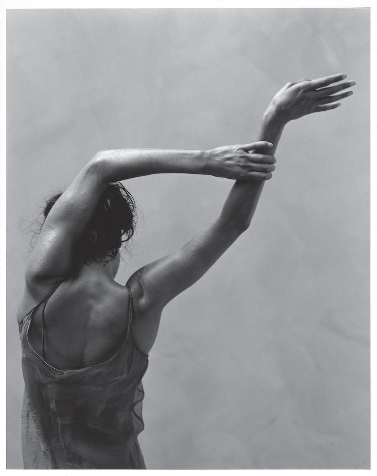 """""""Zdjęcie tancerzy teatru Bangarra. Potrafią opowiadać historie przy pomocy ruchu"""" (fot. James Houston)"""