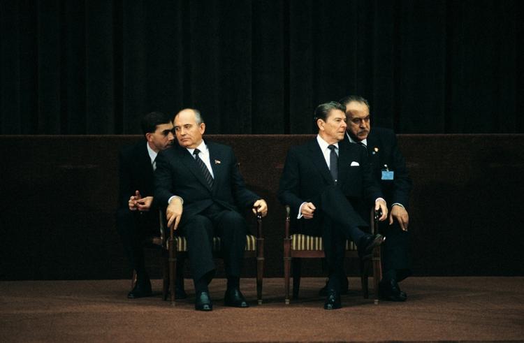 Rozmowy na szczycie - Reagan i Gorbaczow, fot David Burnett