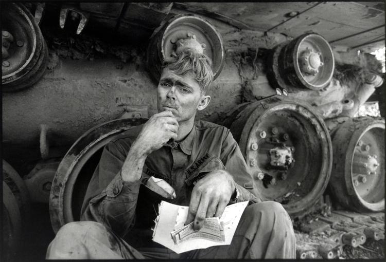 Amerykański żołnierz w Lang Vei, Wietnam, fot David Burnett