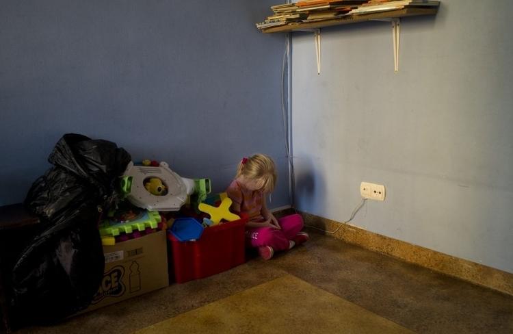 """II nagroda w kat. Problemy współczesne - zdjęcie pojedyncze, """" Nicolette at the orphanage"""", fot. Maciek Nabrdalik"""
