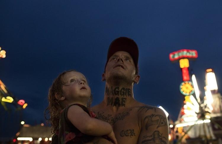 """I nagroda w kat. Problemy współczesne - reportaż, """"A Portrait of Domestic Violence"""", fot. Sara Naomi Lewkowicz"""