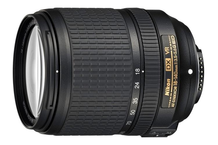 Nowości Nikona - zoom DX 18-140 mm i mała lampa błyskowa SB-300