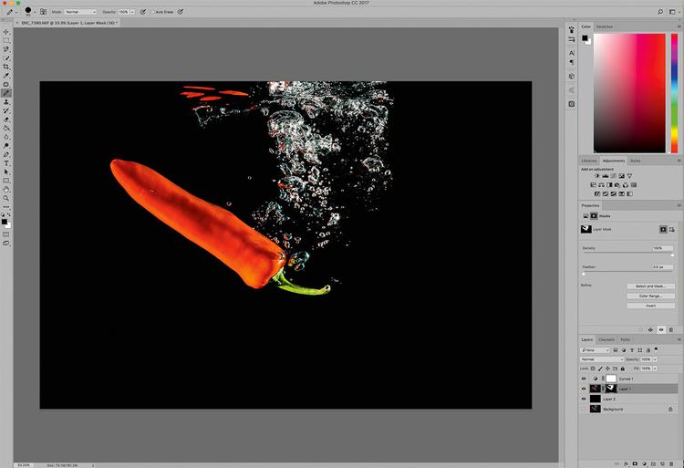 Dodaj warstwę dopasowania Krzywe. W oknie dialogowym Właściwości warstwy dopasowania Krzywe kliknij suwak znajdujący się w lewym dolnym rogu histogramu i przesuń go w prawo, aby ustawić wartość punktu czerni, przy której obraz będzie Ci się podobał.