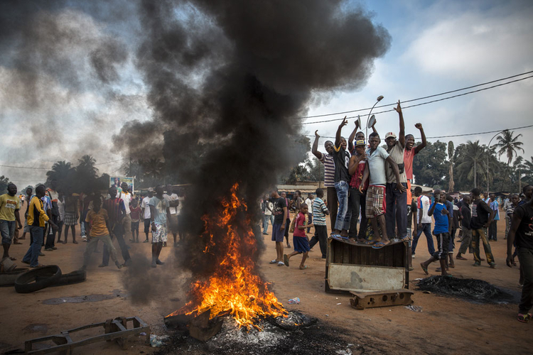 """II nagroda w kat. General News - zdjęcie pojedyncze, """"Chaos in Central African Republic"""", fot. William Daniels"""