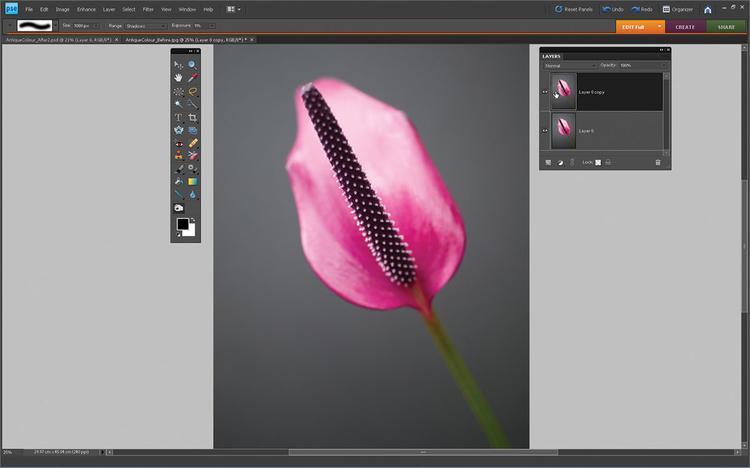 Kopiujemy warstwę Otwieramy zdjęcie wyjściowe. Idziemy do Okno>Warstwa i otwieramy paletę warstw. Klikamy dwa razy na warstwę z miniaturką Tła. Otworzy się nowe okno. Klikamy OK, by odblokować warstwę. Teraz przesuwamy Warstwę 0 na ikonę Stwórz Nową Warstwę, by ją skopiować.