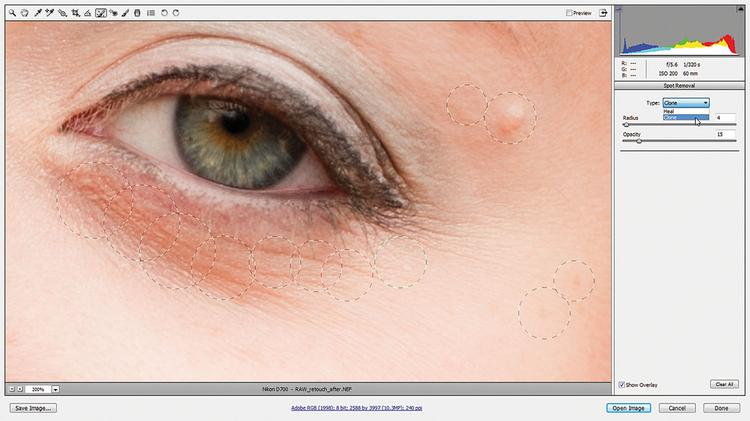 Czyścimy oczy W opcjach zmieniamy Typ operacji na Klonowanie. Przy tym warto pracować na małym kryciu, więc korygujemy je do 15. Teraz zmiękczamy obszar wokół oczu. Kółka, które się pojawiają po każdym kliknięciu, działają podobnie jak przy operacji zakrywania.
