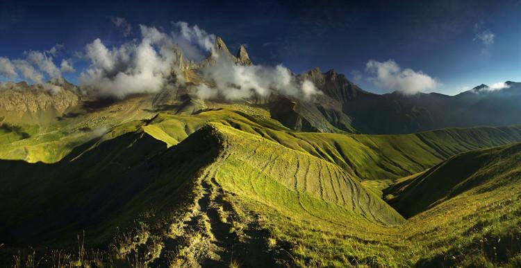 Aiguilles d'Arves. Trzy potężne skalne iglice w Alpach Delfinackich, fot. Karol Nienartowicz