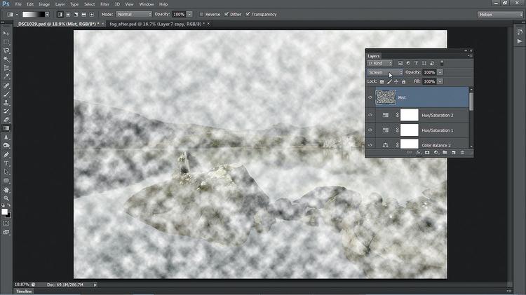 Stosujemy filtr Chmury Zaznacz górną warstwę, a następnie kliknij ikonę Nowa warstwa i nazwij ją Mgła. Naciśnij [D], aby zresetować ustawienia kolorów narzędzia i tła, potem wywołaj Filtr>Rendering>Chmury. Z listy trybu mieszania wybierz Mnożenie odwrotności.