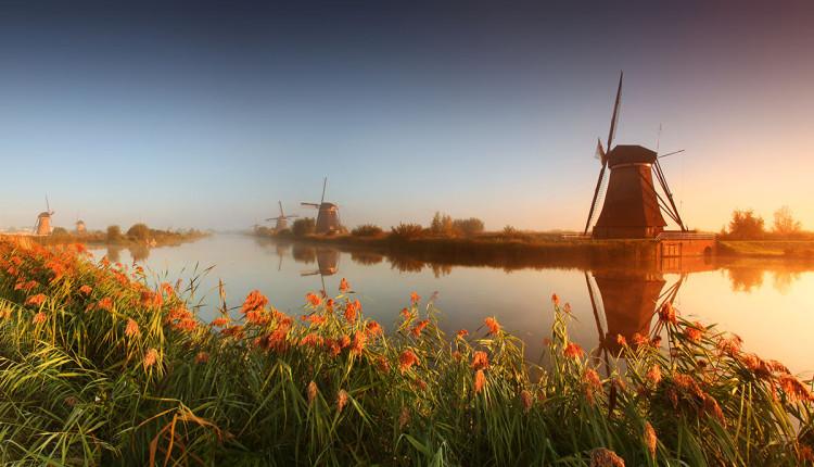 Wiatraki w Kinderdijk w Holandii - zdjęcie Karol Nienartowicz