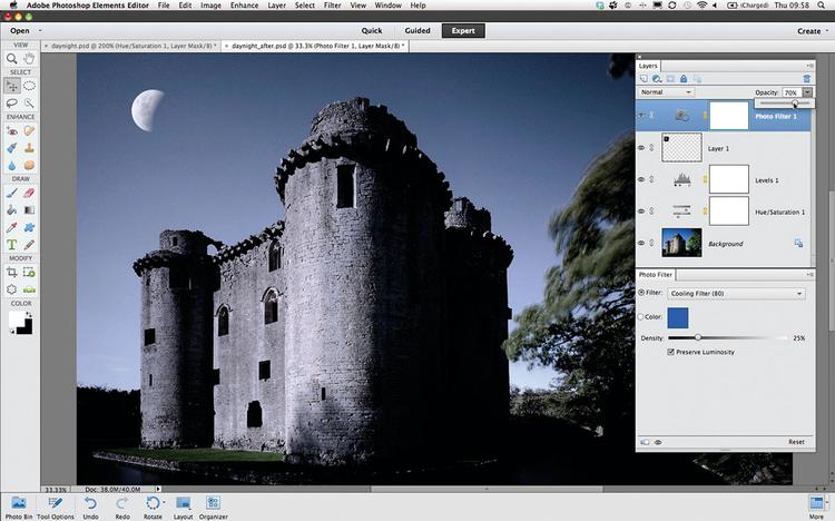 Ochładzamy kolorystykęWybierz Warstwa>Nowa warstwa dopasowania>Filtr fotograficzny i kliknij OK. W menu Filtr ustaw pozycję Filtr ochładzający na 80. Nada to chłodną, niebieskawą tonację księżycowi i murom zamku. Aby uzyskać bardziej subtelny efekt, zmniejsz Krycie warstwy dopasowania, ustawiając wartość 70%.
