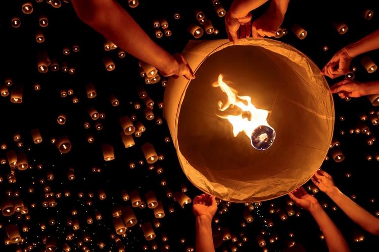 Nocne światła na festiwalu lampionów