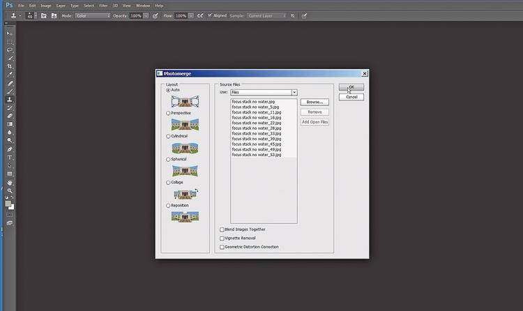 Połącz je w Photoshopie Wybierz Plik > Automatyzuj > Photomerge. Kliknij Przeglądaj i odszukaj pliki wejściowe. Wybierz Automatyczny i zaznacz wszystkie trzy pola wyboru znajdujące się u dołu okna.
