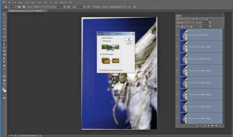 Połącz automatycznie Zaznacz wszystkie warstwy i przejdź do menu Edycja > Auto-mieszanie warstw. W oknie dialogowym wybierz Utwórz stos z obrazów. Zaznacz pole wyboru Płynne tony i kolory.