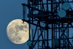 Sfotografuj wschodzący Księżyc