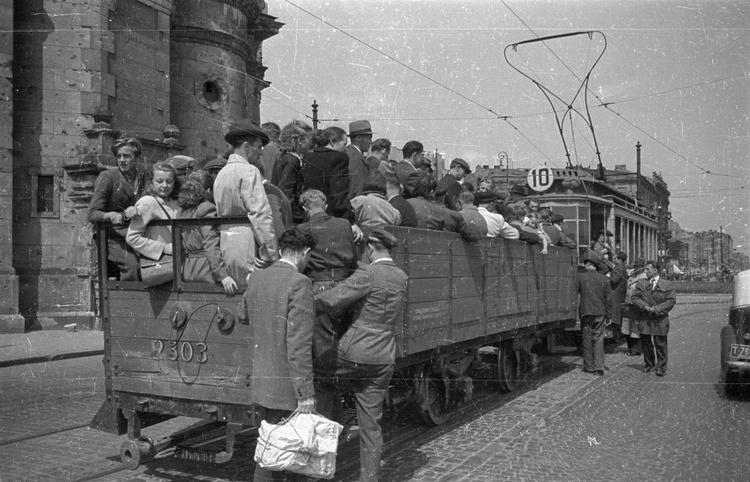 Warszawa, czerwiec 1947, fot. PAP / Stanisław Dąbrowiecki