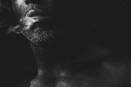 Czarno-białe zdjęcia reklamowe Toma Hoopsa