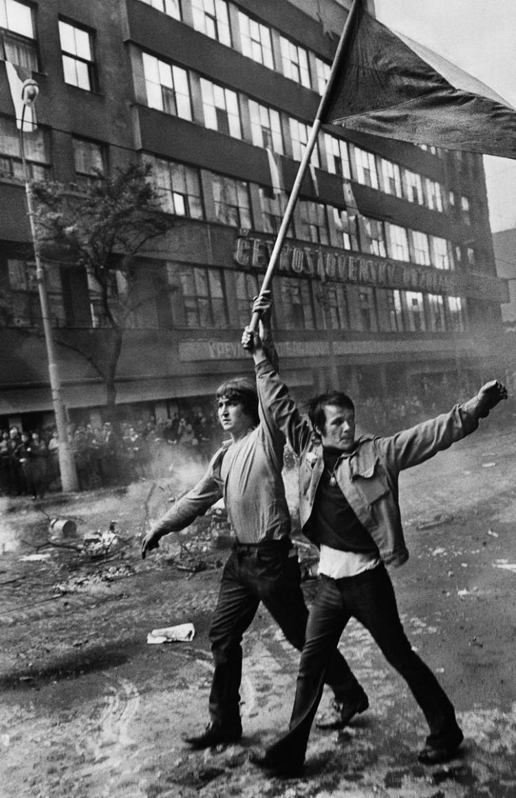 Inwazja wojsk Układu Warszawskiego. Praga, Czechosłowacja, sierpień 1968, fot. Josef Koudelka