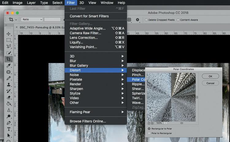 """Teraz możesz zastosować filtr Współrzędne biegunowe, aby zobaczyć swoją panoramę przekształconą w okrągłą """"planetę"""". Wywołaj polecenie Filtr>Zniekształcanie>Współrzędne biegunowe. W wywołanym oknie dialogowym sprawdź, czy zaznaczone jest pole wyboru Kartezjańskie na biegunowe i kliknij przycisk OK."""