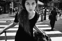 Twarzą w twarz na ulicy - street photo Tatsuo Suzuki