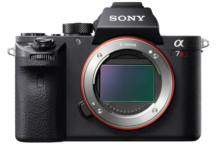 Sony A7R II z matrycą BSI 42 Mp i filmowaniem 4K