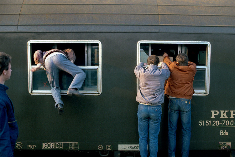 Dworzec Wschodni, Warszawa, 1986 r., fot. Chris Niedenthal