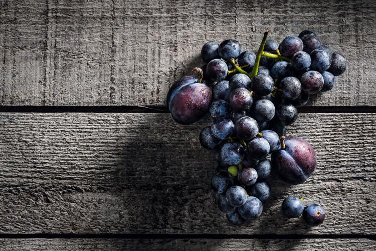 Zdjęcie kulinarne. Ciemne winogrona Concord, 2013, fot. Francesco Tonelli