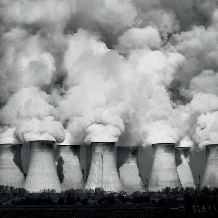 Kominy Cottam Węglowe elektrownie, takie jak ta w Cottam, są tak ogromne, że Ian był zmuszony uwieczniać ją z odległości trzech kilometrów, wykorzystując obiektyw 70–300 mm z ogniskową ustawioną na 70 mm. Najlepszą porą roku do fotografowania tej elektrowni jest późna jesień i zima lub wczesna wiosna, kiedy zakład pracuje z pełną wydajnością.