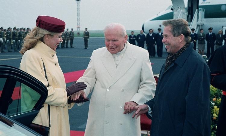 Powitanie papieża Jana Pawła II w Pradze, 21 kwietnia 1997, fot. Alan Pajer