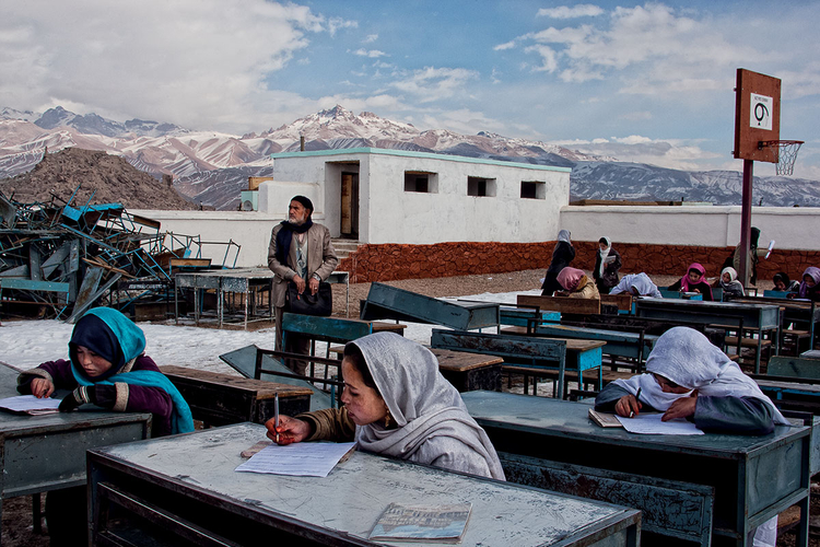 Zajęcia w szkole podstawowej w Bamian, Afganistan. fot. Marcin Suder