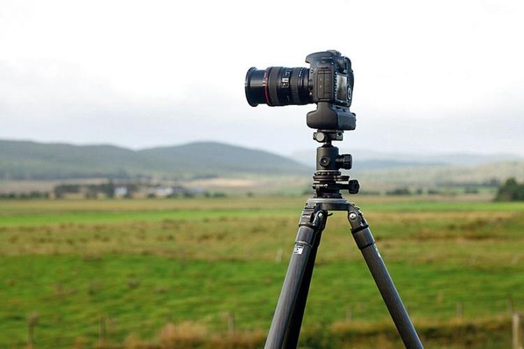 Użyj statywu Mgła zmniejsza natężenie światła, warto więc skorzystać z trójnogu, aby móc zarejestrować ostre zdjęcia przy fotografowaniu z długimi czasami otwarcia migawki. Statyw ułatwi też precyzyjne kadrowanie.