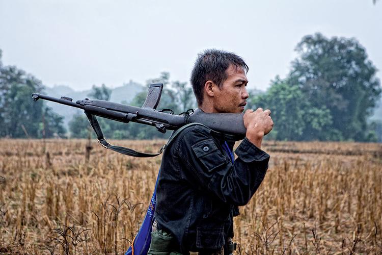 """""""Mo Chio stracił prawa nogę w wybuchu miny. Przeżył poważny kryzys, łącznie z próbą samobójczą, lecz pozbierał się i powrócił do swojego oddziału. Pomimo protezy porusza się równie zwinnie i szybko jak koledzy"""". fot. Marcin Suder"""