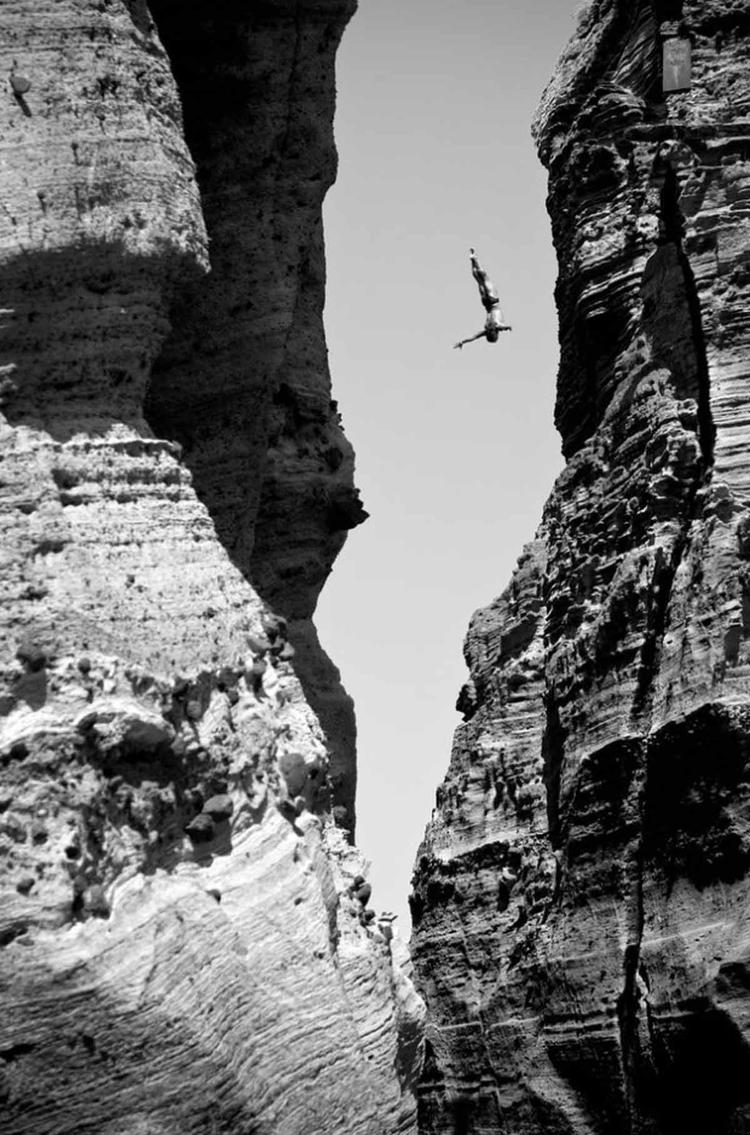 Zwycięzca kategorii: Energy fotograf: Romina Amato, sportowiec: Todor Spasov, miejsce: Vila Franca do Campo, Azores, Portugalia