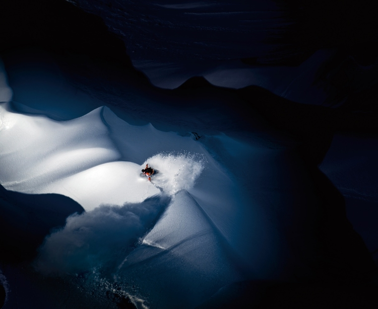 Zwycięzca kategorii: Illumination fotograf: Scott Serfas,  sportowiec: Travis Rice,  miejsce: Tordrillo Mountains, AK, USA