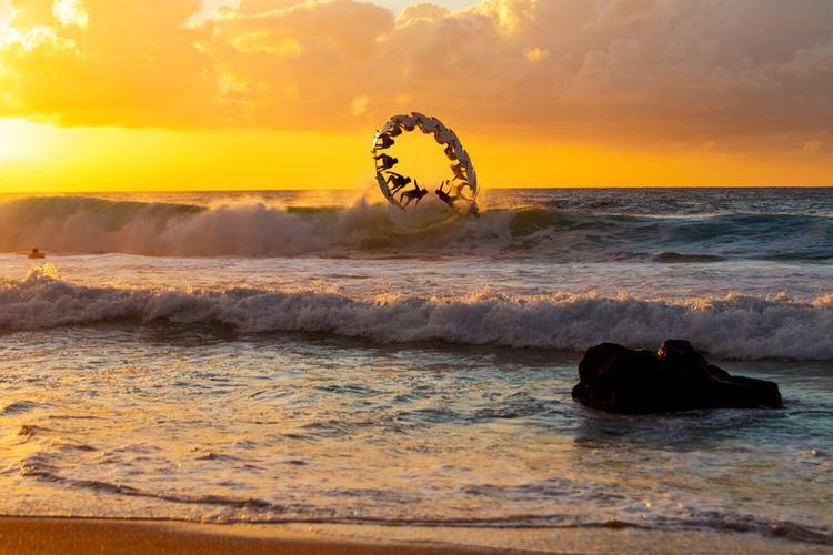 Zwycięzca kategorii: Sequence fotograf: Zakary Noyle,  sportowiec: Gabriel Medina, miejsce: Oahu, HI, USA