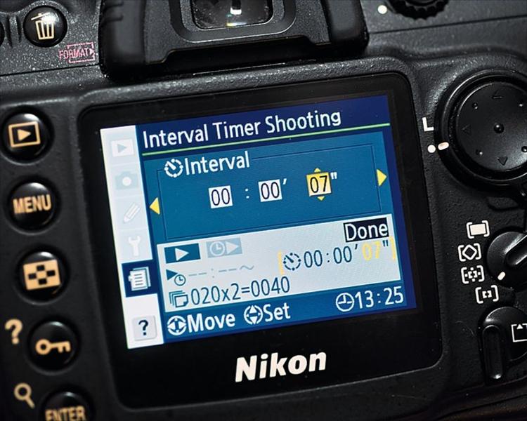 Sekwencja Wiele aparatów ma wbudowany interwałometr, możecie znaleźć go w menu. Zastanówcie się, ile czasu będzie się rozpuszczać czekolada i jak długi chcecie mieć film. My fotografowaliśmy co 7 s. Dobrym rozwiązaniem może być też pilot z interwałometrem, fot. Ben Brian