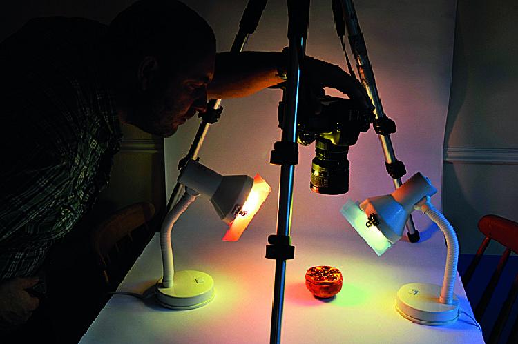 Strzelamy Eksperymentujemy z ustawieniem lamp i różnym kątem patrzenia. Oczywiście nie macie obowiązku korzystać z plastikowych nakładek, ale mogą one nadać zdjęciom ciekawej, kolorowej poświaty.
