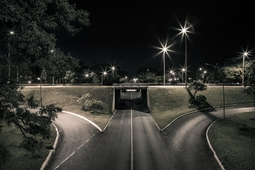 Uśpione miasto na nocnych zdjęciach Vitora Schietti