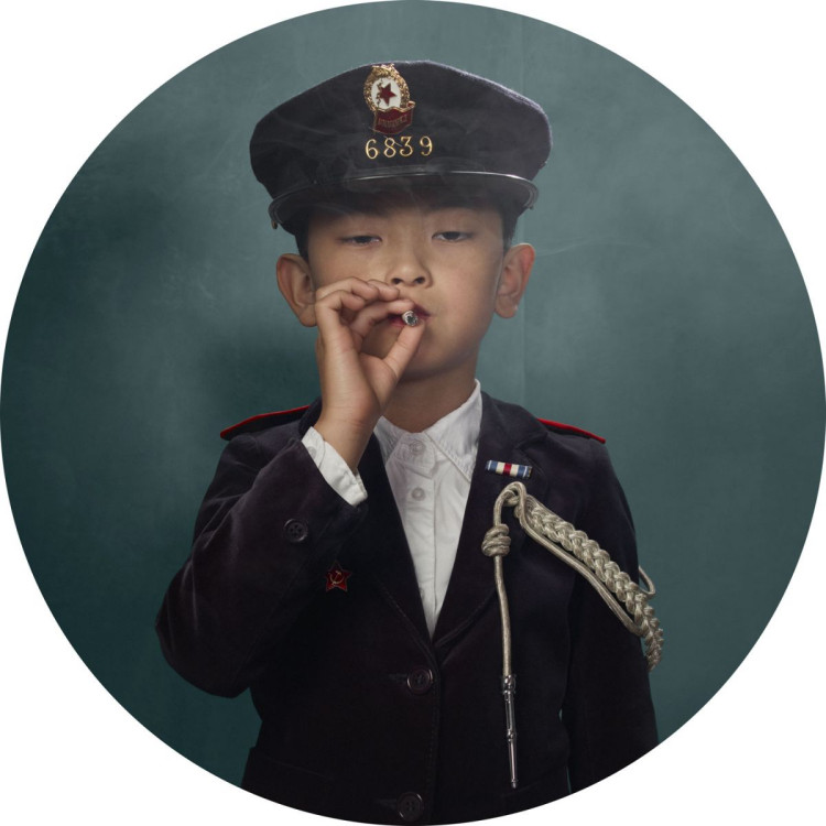 "fot. Frieke Janssens ""smoking kids"""
