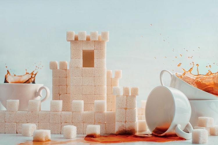 """""""Kostki cukru nadają się doskonale do budowania z nich oryginalnych budowli. Można zacząć od warownego zamku, a nawet stworzyć całe poziomy z gry Mario"""". Nikon D800 z obiektywem 50 mm f/1,8 (1/160 s, f/8, ISO 160)"""