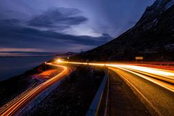 Sfotografuj ruch uliczny w nocy