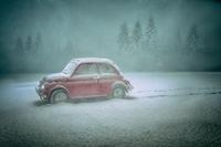 Fotografuj zabawki w zimowej scenerii [wideo]