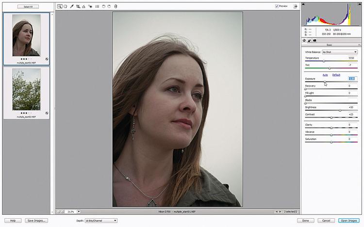 Redukujemy ekspozycję Otwieramy Photoshop Elements, idziemy do Plik> >Otwórz i szukamy zapisanych plików multiple_before. Klikamy Otwórz i zdjęcia otwierają nam się w Adobe Camera Raw. Klikamy po lewej na Zaznacz wszystkie i suwak Ekspozycja przesuwamy na -1,00.