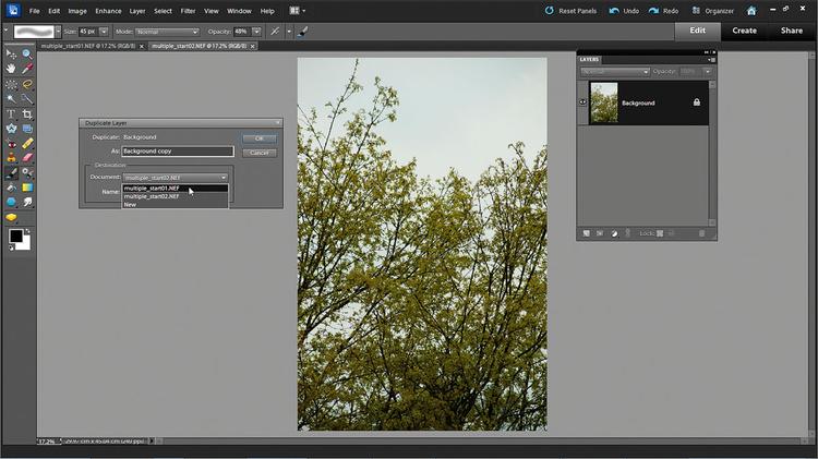 Łączymy zdjęcia Klikamy Zaznacz wszystko, potem Otwórz obrazy. Idziemy do multiple_before02, Okno>Warstwy. Prawym przyciskiem myszy klikamy na warstwę Tła i wybieramy Duplikuj warstwę. W oknie, które się pojawi, wybieramy Dokument przeznaczenia ma multiple_before01.