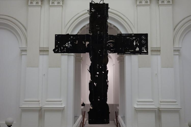 """Relacja z wernisażu wystawy """"In God We Trust"""" [wideo]"""