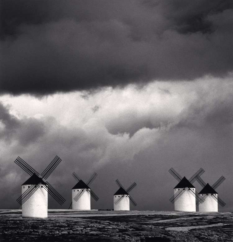 Campo de Criptana, La Mancha, Hiszpania, 1996 r., fot. Michael Kenna
