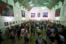 Aukcja prac Briana Griffina podczas zamknięcia Fotofestiwalu