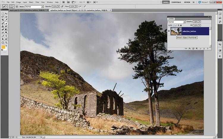 Otwieramy Inteligentny obiekt W ACR otwieramy plik selective_before.NEF. Przytrzymując Shift, klikamy na przycisk Otwórz obraz, który zmienia się na Otwórz obiekt. Klikamy i otwieramy plik jako Inteligentny obiekt w Photoshopie. By powrócić do panelu Camera Raw, wystarczy dwukrotnie kliknąć naminiaturkę warstwy.