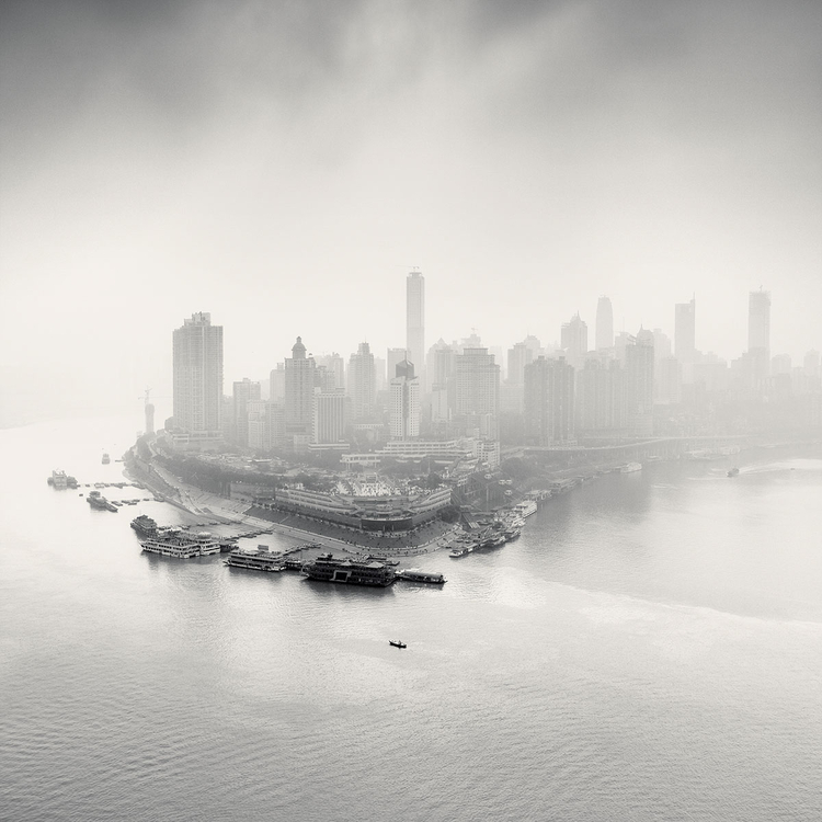 """City of Fog"", Chongqing, Chiny, 2012, fot. Martin Stavars"